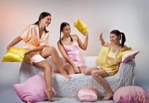 Как организовать пижамную вечеринку дома и недорого