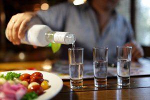 Чем и как, правильно закусывать водку