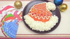 Видео рецепт Новогодний салат — «Шапка Деда Мороза»