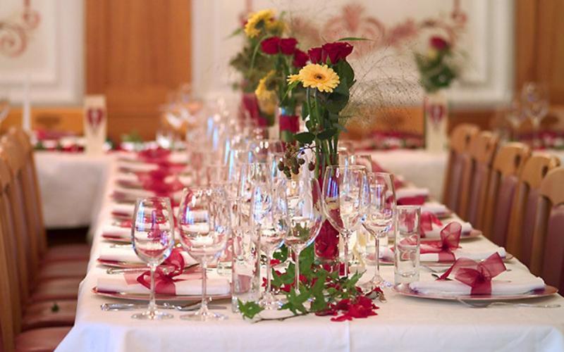 Красивая сервировка праздничного стола