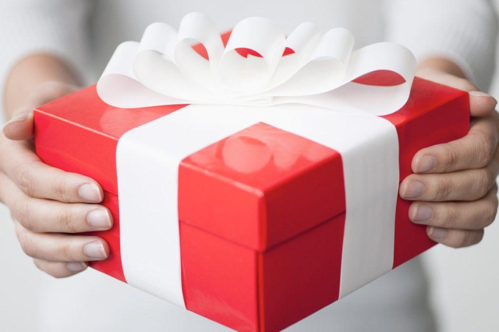 Что подарить коллеге на день рождения?