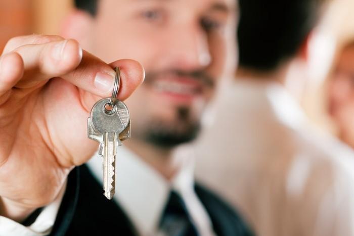 Почему стоит покупать квартиру через риелтора