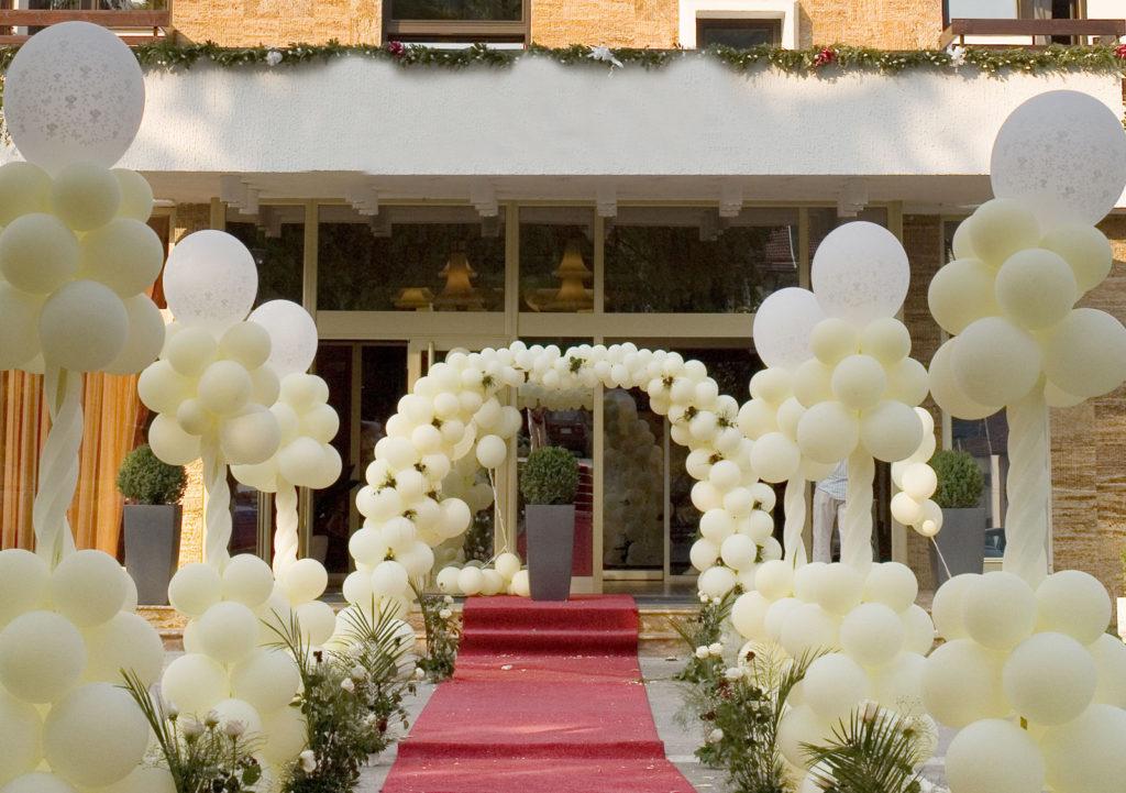 Украшение свадебного торжества воздушными шарами