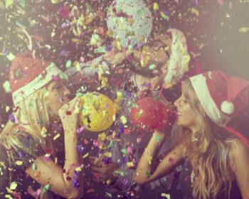 как украсить дом к новому году воздушными шарами