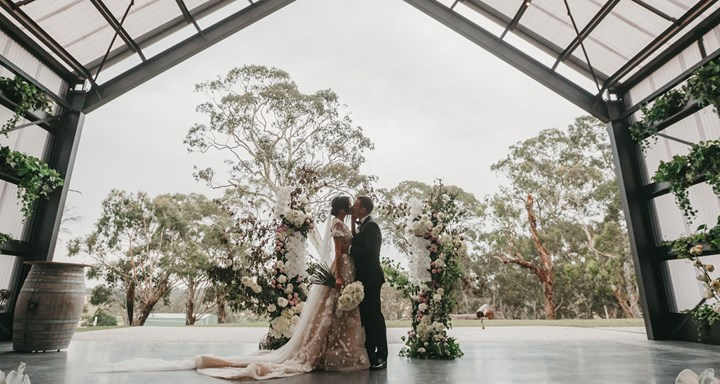 Ведущий на свадьбу — в каких случаях он нужен
